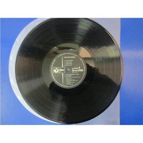 Картинка  Виниловые пластинки  Pink Floyd – Atom Heart Mother / OP-80102 в  Vinyl Play магазин LP и CD   02722 4